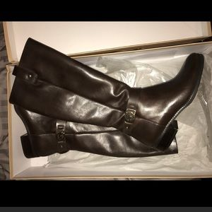 Never before WORN Michael kors boots! Size 10